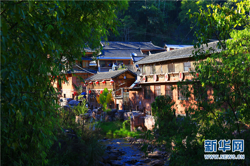 那柯里村不少村民办起了客栈和农家乐。