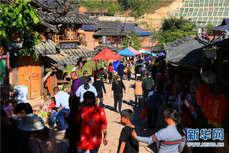 那柯里村土特产品一条街。