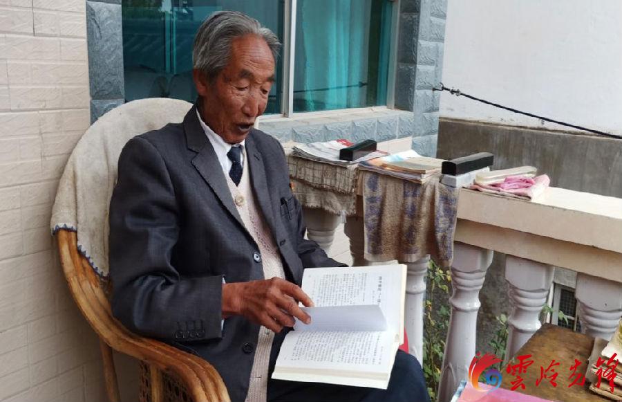 8旬老党员用学习笔记见证祖国十年变迁