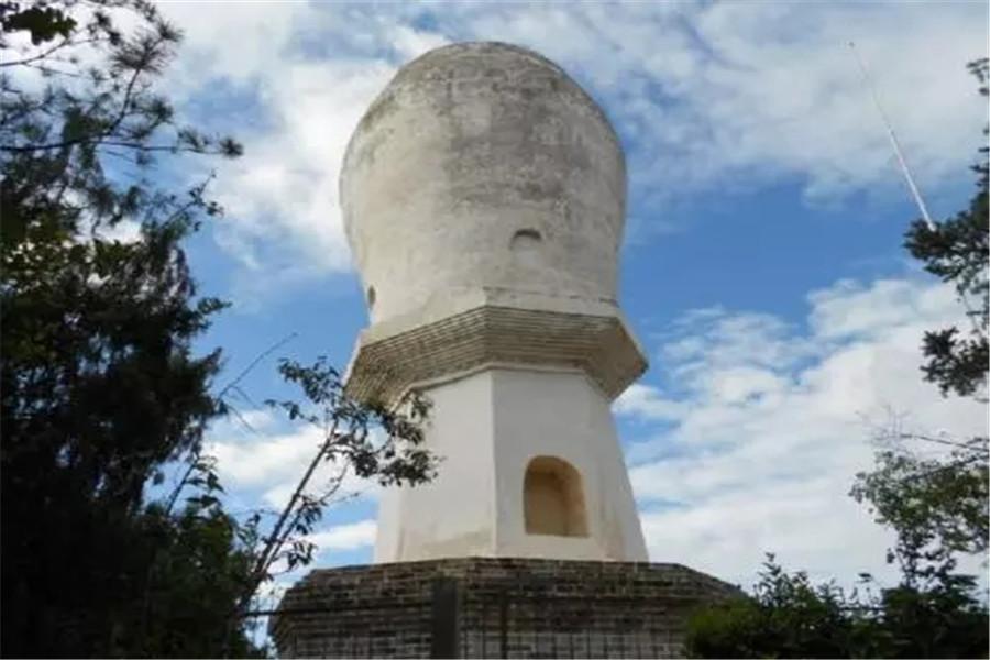 大姚白塔的造型在云南独一无二,上大下小的塔身与众不同,建筑工艺独特,且历史久远,对研究西南地区的建筑文化具有不可替代的价值。