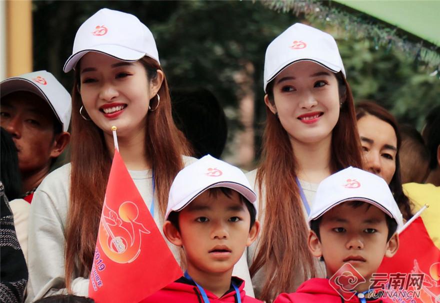 来自世界各地的双胞胎共庆盛会。