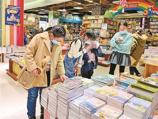昆明:书店影院人气旺