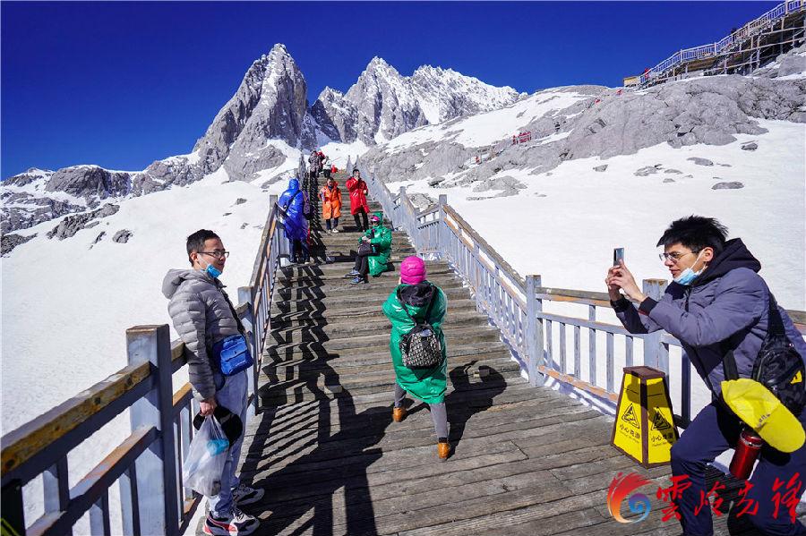 玉龙雪山旅游区1988年被列为国家重点风景名胜区,1993年经云南省人民政府批准成立省级旅游开发区,经过25年的不懈努力,累计投资20多亿元,用于水、电、道路等旅游基础设施建设。