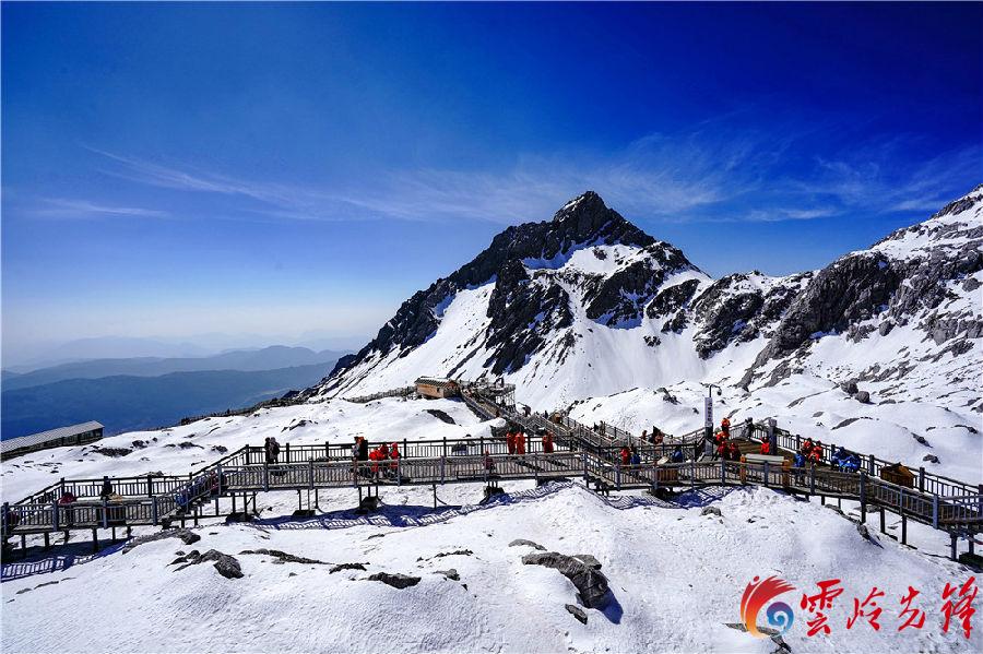 据悉,玉龙雪山景区相继获得了国家首批5A级旅游景区、全国首批旅游标准化示范单位、全国文明单位(景区)、全国知名品牌示范区等60多项荣誉。